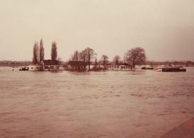 """""""Zur Rheinfähre"""" im Hochwasser 1980"""